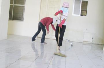 Dân khu nhà C1, Thành Công, Hà Nội: Dời từ nhà chờ sập đến ở nhà dột, nát! 1