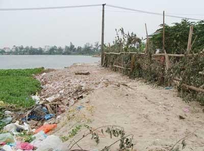 Thi nhau lấp ao hồ rồi công khai rao bán đất