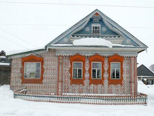 Ngôi nhà chạm khắc