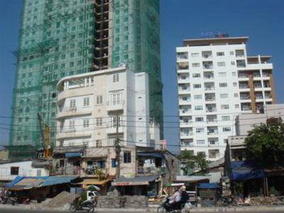 Kiến trúc đại lộ Đông - Tây còn lổn nhổn