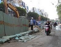 Tháo dỡ lô cốt ở trung tâm Sài Gòn dịp Tết