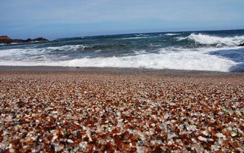 Những bãi biển có màu sắc cát đẹp kỳ lạ nhất thế giới