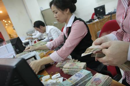 """Hạ lãi suất, Việt Nam """"nên thận trọng"""""""
