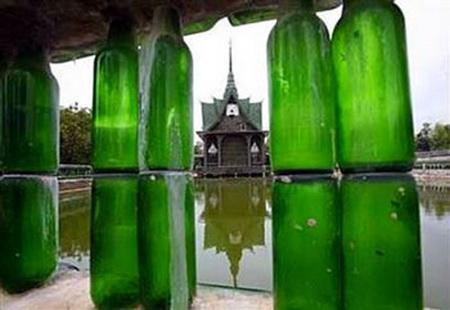 Ngôi đền được xây từ một triệu chai bia