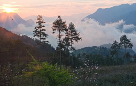 Tuyệt đẹp bình minh trên đỉnh Cốc San- Sa Pa