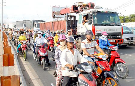 TPHCM: Mở rộng cửa ngõ để chống ùn tắc giao thông
