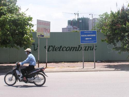 """Đủ cơ sở thu đất """"vàng"""" của Vietcombank"""