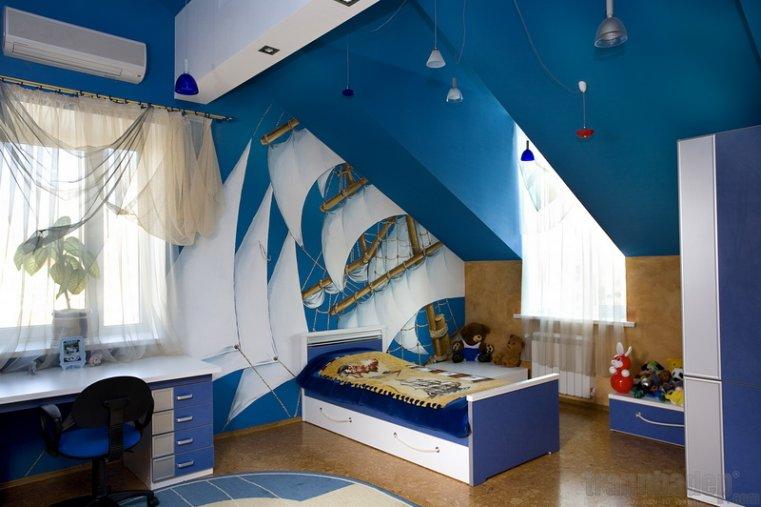 Làm mới phòng trẻ với trần và giấy dán tường