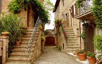 Góc phố trồng đầy hoa ở Tuscany