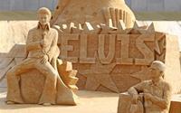 Ngắm bờ biển toàn ca sĩ nổi tiếng tạc từ cát