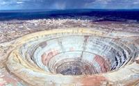 """Thăm mỏ kim cương lớn nhất thế giới biết """"hút"""" máy bay"""