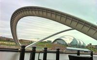 Độc đáo cây cầu tự khép, mở ở Anh
