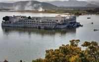 Cung điện nổi giữa lòng hồ Pichola, Ấn Độ