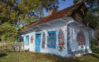 Ngôi làng phủ ngập sơn họa tiết hoa tinh tế