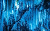 Màn trình diễn ánh sáng độc đáo trên thác băng