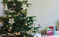 Làm đồ trang trí Noel đáng yêu từ báo cũ