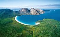 Bãi biển trăng lưỡi liềm tuyệt đẹp ở Australia