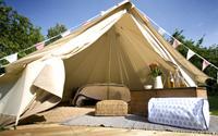 Cắm trại trong những chiếc lều đắt tiền ở Lễ hội Glastonbury