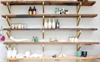 Những kiểu giá gỗ đơn giản hợp với mọi phòng