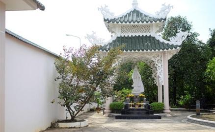 Ngôi nhà vườn thờ Phật của Việt Trinh