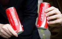 """Coca-Cola """"vớ bẫm"""" tại Mỹ nhờ chiến dịch in tên riêng lên nhãn"""