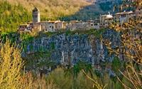 Ghé thăm ngôi làng chênh vênh trên vách đá