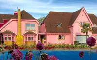 Cung điện màu hồng của công chúa Barbie giữa đời thực