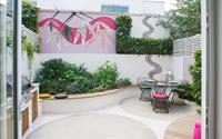 Thiết kế mảnh sân sau thành góc thư giãn đẹp mê mẩn với điểm nhấn lãng mạn từ màu hồng