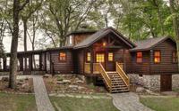 Ngắm ngôi nhà gỗ cạnh hồ mang nét đẹp cổ kính, vô cùng tiện nghi