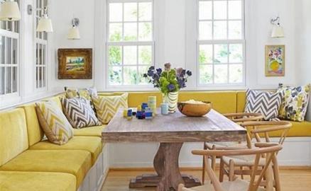 Nhà nhỏ bỗng rộng thênh thang nhờ bố trí ghế liền tường