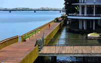 Cầu đi bộ bằng gỗ lim trên sông Hương trước ngày khánh thành