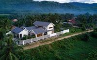 Ngôi nhà đẹp như resort con trai xây tặng ba mẹ ở Bình Định