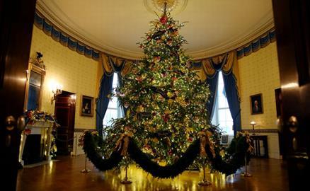 Nhà Trắng trang hoàng 'cây thông đỏ' đón Giáng sinh