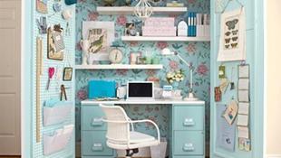Phòng làm việc nằm gọn trong tủ quần áo