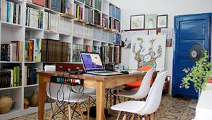 Không gian sắc màu trong thư viện nhỏ xinh