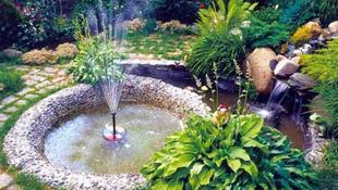 Những đài phu nước nhỏ xinh làm mát rượi cả góc vườn nhà