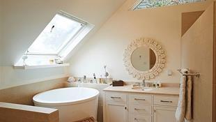 8 mẫu bồn tắm chinh phục không gian hẹp