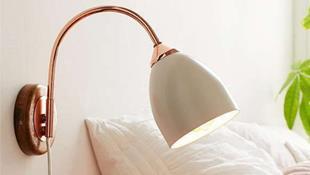 Phòng ngủ đẹp lung linh với gợi ý trang trí bằng đèn gắn tường