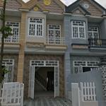 Cần bán gấp nhà phố 1 lầu 1 trệt, 84m2, 3PN, 2WC, giá 589 triệu, mặt tiền quốc lộ 50 với TL 826