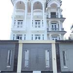 Nhà mt đang kinh doanh bán gấp để về bắc, 3 tấm, nội thất trong nhà làm bằng gỗ