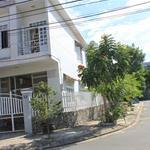 Cần bán ngôi nhà lô góc 1 trệt, 1 lầu diện tích 187m2, sổ hồng riêng.