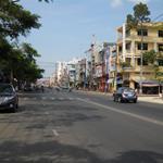 Bán nhà cấp 4, DT: 90m2 mặt tiền đường Nguyễn Bình.