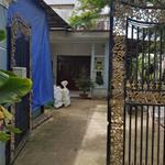 Bán căn nhà biêt thự 1 trệt 1 lầu,mặt tiền đường vườn thơm,DT 300m2,giá 2.2 tỷ,bình chánh