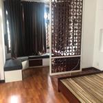 Cho thuê rẻ nhà nội khu 215 Nguyễn Văn Hưởng Thảo Điền Q2 đường 2 ô tô 117m2, 6PN nội thất gỗ, 35tr