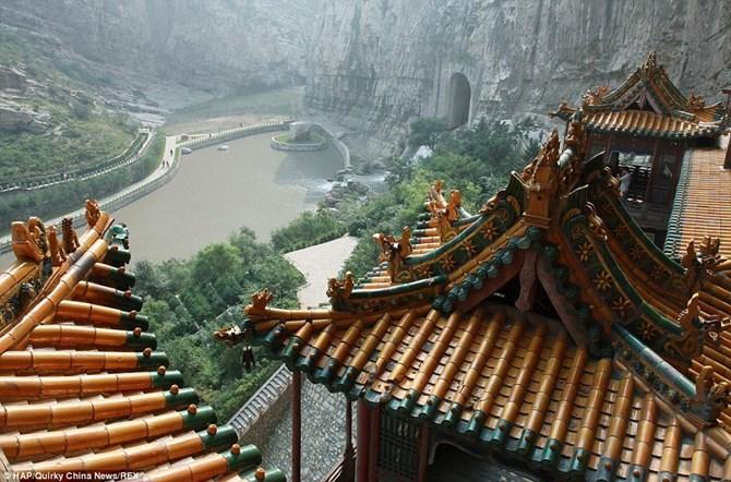 Độc đáo ngôi chùa treo 1.500 tuổi trên vách núi ở Trung Quốc - DiaOcOnline