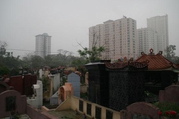 Lạnh người chung cư, biệt thự tiền tỷ sát vách nghĩa trang