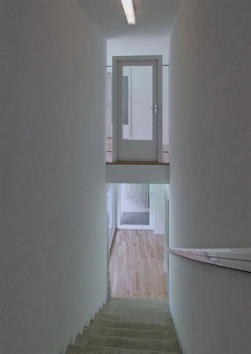 817 bietthuconhungcanhcua 10 Chiêm ngưỡng căn biệt thự có những cánh cửa và cầu thang bất thường