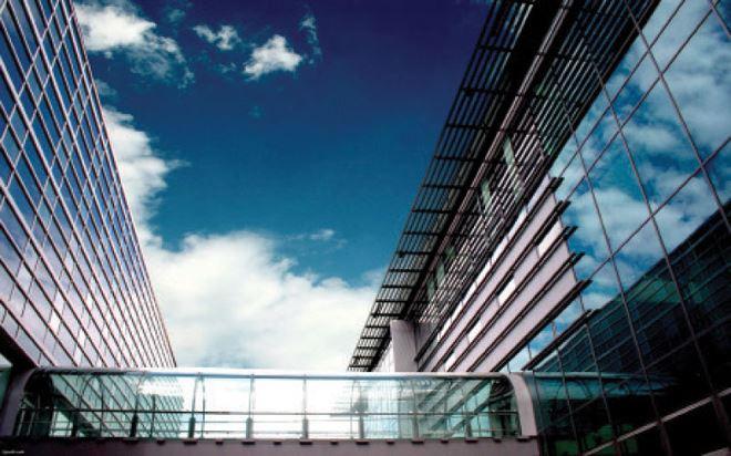 Kính cường lực tự vỡ và trách nhiệm của chủ đầu tư công trình