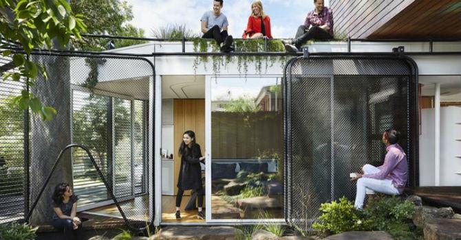 Ngôi nhà có không gian mở được xây dựng từ vật liệu tái chế