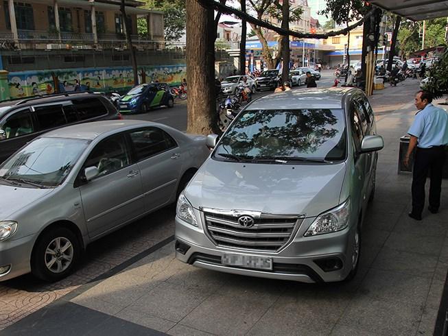 Dân đề nghị tăng chỗ đậu ô tô chung cư